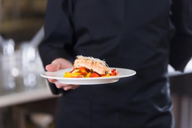 Chef-kok toont zijn gerecht