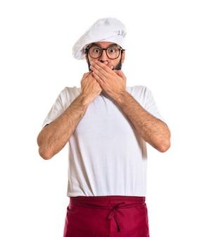 Chef-kok verrassend gebaar over witte achtergrond