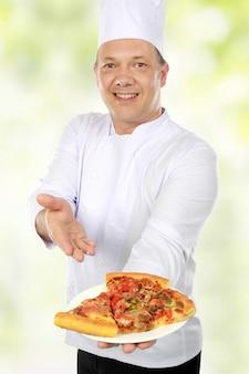 Chef met pizza