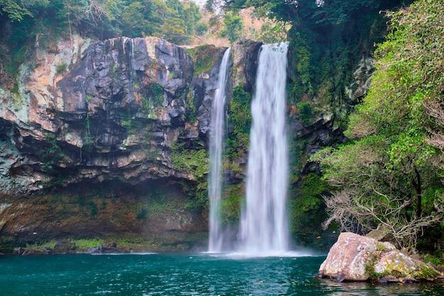 Cheonjiyeon-watervallen, jeju-eiland, zuid-korea