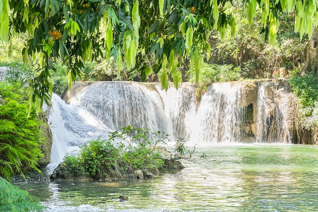 Chet sao noi-waterval in nationaal park