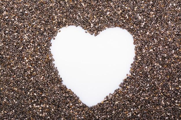 Chia zaden achtergrond met kopie ruimte in de vorm van hart