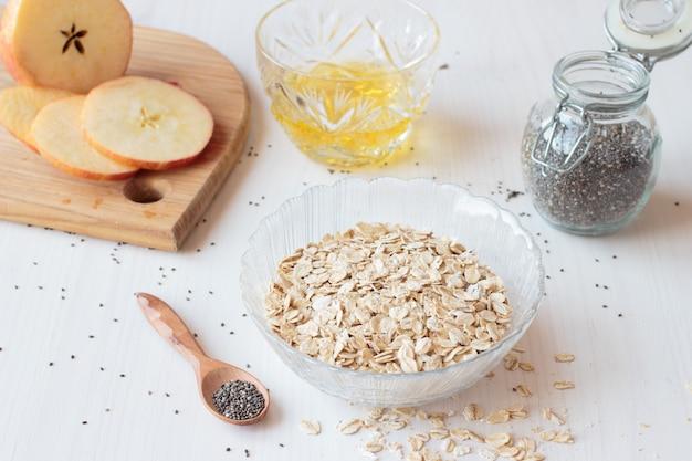 Chiazaden, havermeelgraan en appel voor het ontbijt