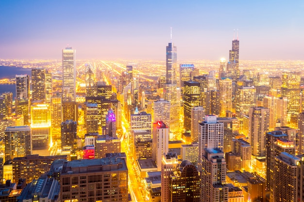 Chicago city downtown in de schemering