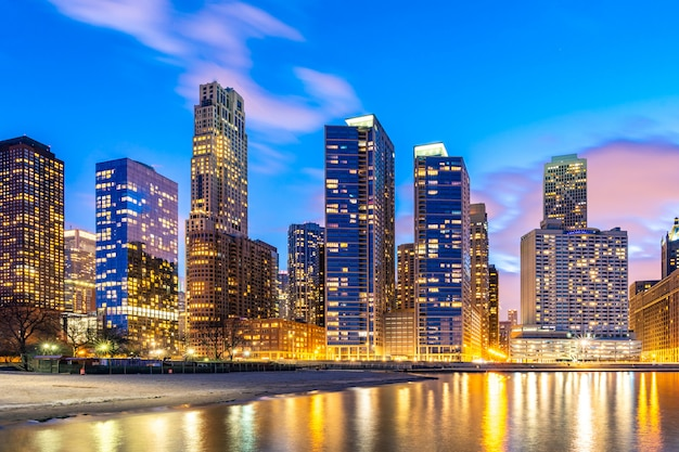 Chicago skylines 's nachts.