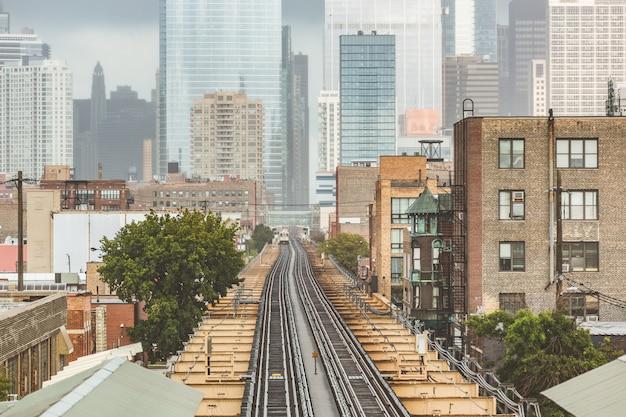 Chicago, spoorwegmening met stadswolkenkrabbers