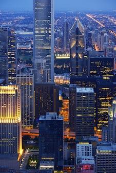 Chicago wolkenkrabbers 's nachts