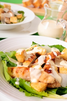 Chicken caesar salade met dressing