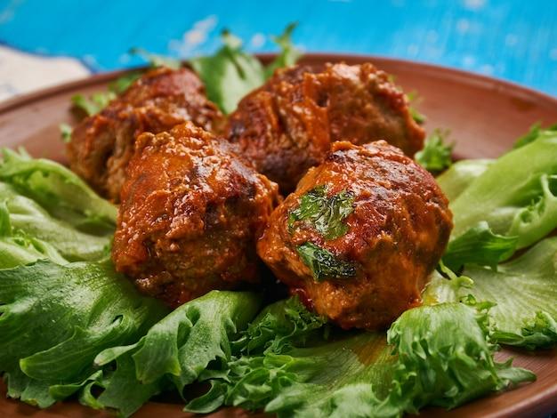 Chicken ktzitzot - israëlische gehaktpasteitje gemaakt met rundvlees of kip