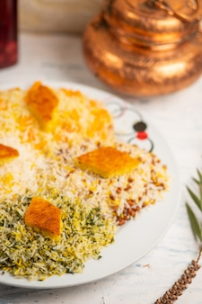 Chigirtma plov, rijst garnituur met groenten en kruiden.