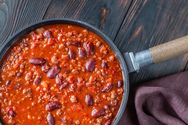Chili con carne in een pan