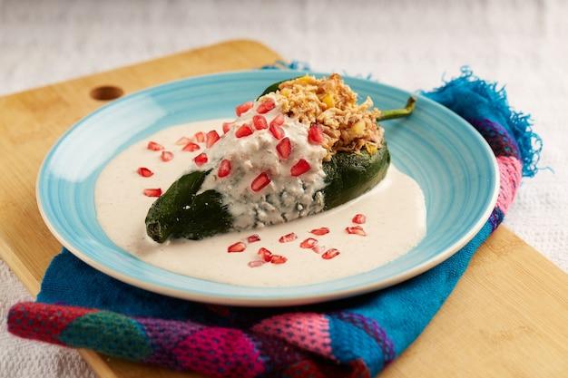 Chili en nogada platillo tradicional de mexico1