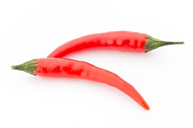 Chili peper op de witte achtergrond.