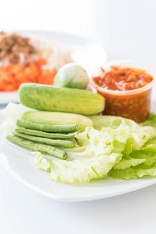 Chillensaus met verse groenteset