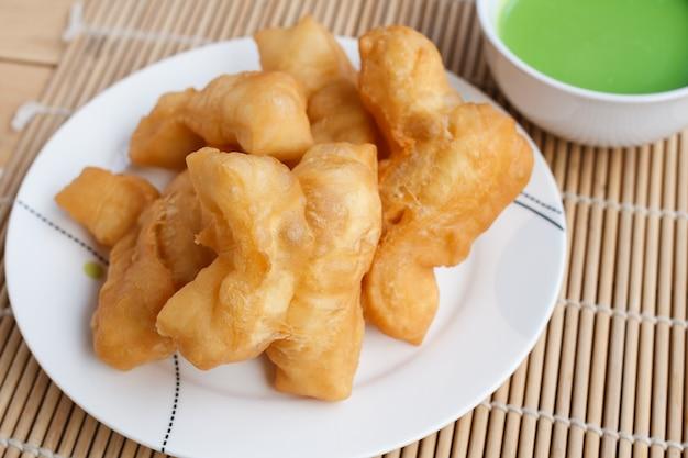Chinees broodstokje en pandan kokosvla dip