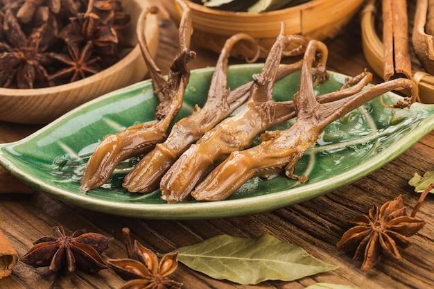 Chinees eten gekruide eend tong