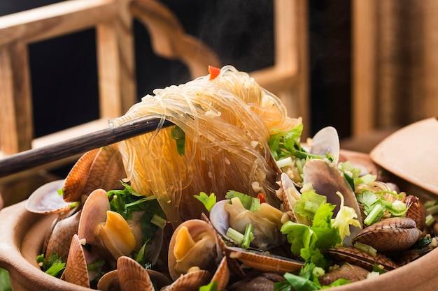 Chinees eten: ovenschotel met mosselen en vermicelli