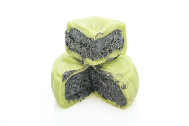 Chinees groene de theesmaak van de maancake met zwarte geïsoleerde sesam