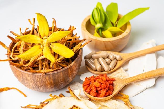 Chinees kruidengeneesmiddel met gojibessen.