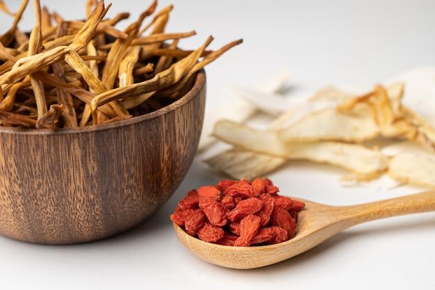 Chinees kruidenmedicijn met gojibessen voor een goede gezondheid.