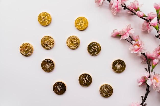 Chinees nieuw jaarconcept met muntstukken