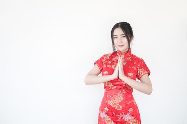 Chinees nieuwjaar. aziatische vrouwen doen spannende gebaren.