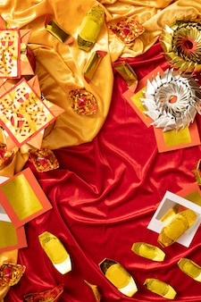 Chinees nieuwjaar groet gouden en rode achtergrond met kopie ruimte vijand vieren traditioneel geluk met familie