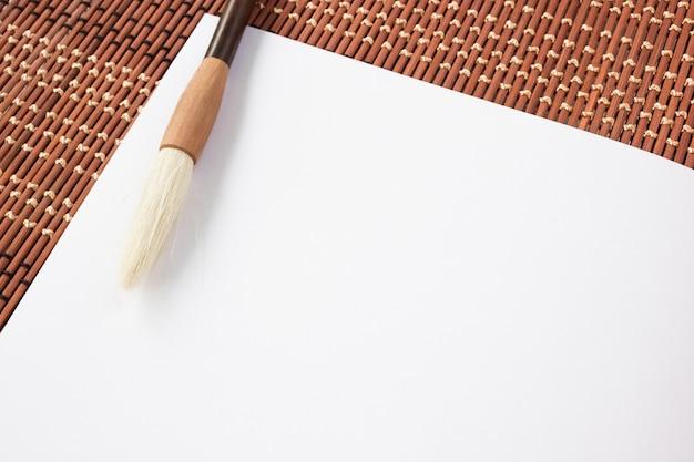 Chinees penseel op papier