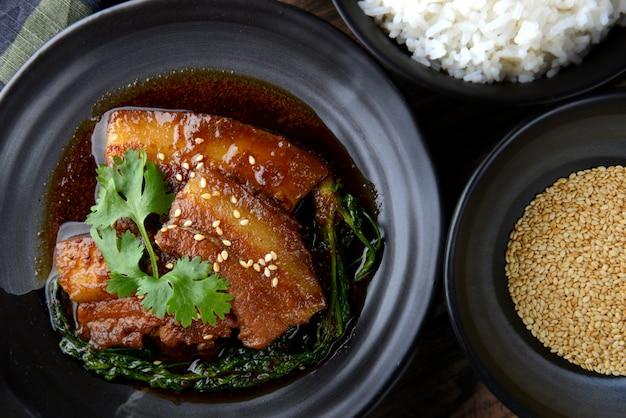 Chinees zoet gestoomd varkensvlees.
