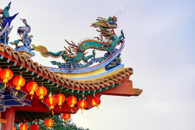 Chinese architectuur met de draak op het dak
