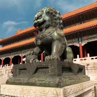 Chinese beschermerleeuw bij de poort van opperste harmonie, verboden stad, peking, china