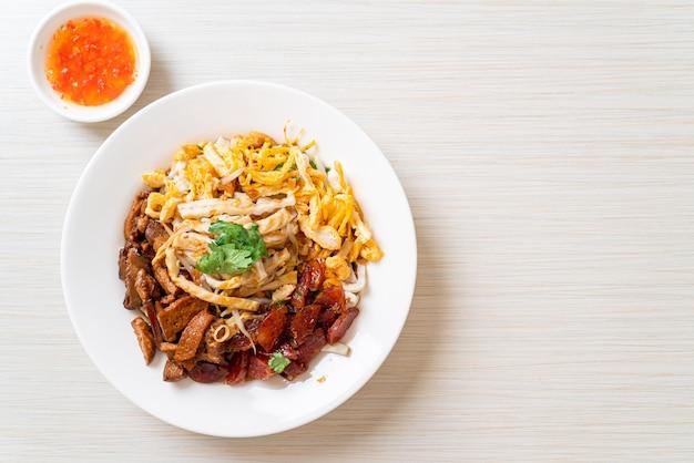 Chinese gestoomde visnoedels - aziatische voedselstijl