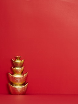 Chinese goudstaaf op rood