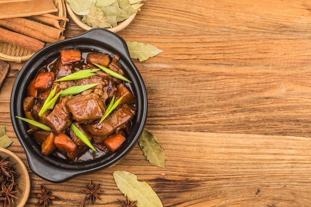Chinese keuken: een bord met gestoofd lamsvlees