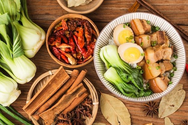 Chinese keuken gesmoorde varkensvleesrijst