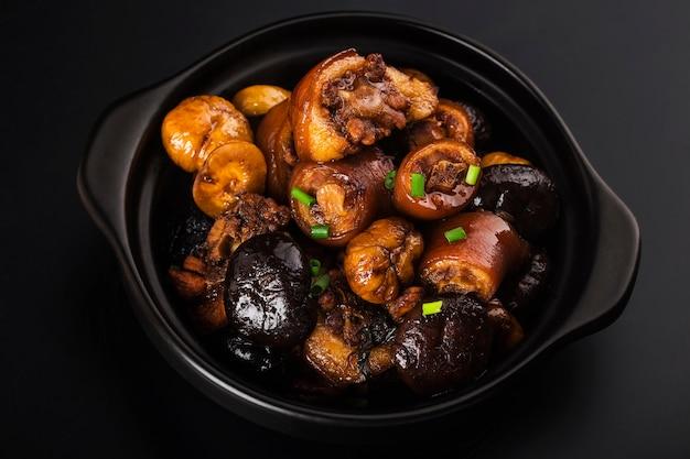 Chinese keuken: gestoofde kastanjevarkensstaart