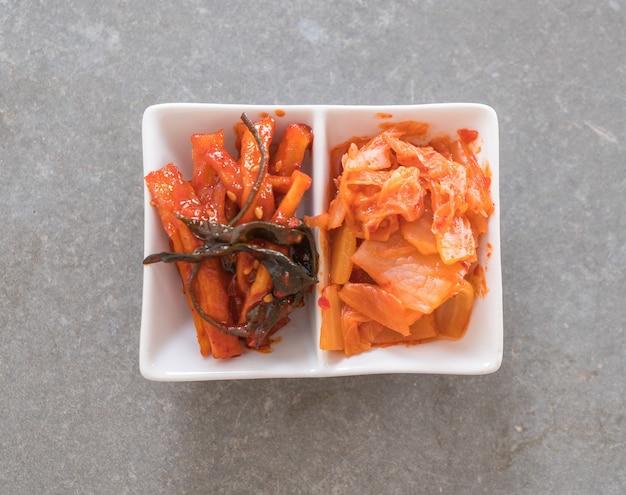 Chinese kool, inktvis en radijs kimchi