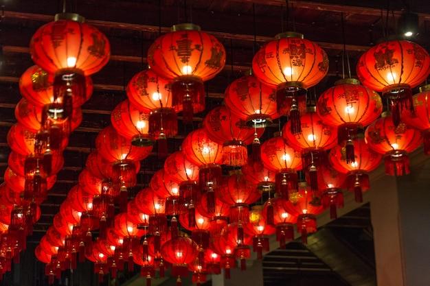 Chinese lantaarns bij de tempel