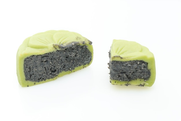 Chinese maancake groene theesmaak met geïsoleerde zwarte sesam