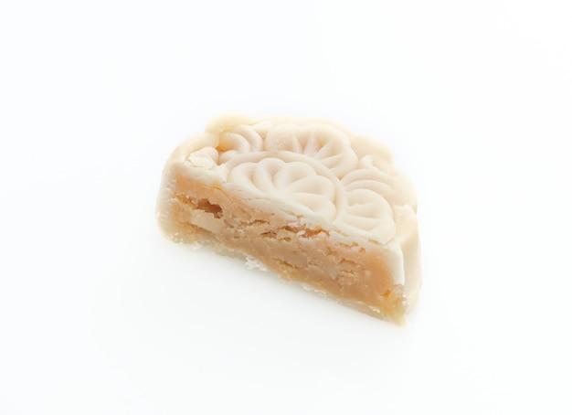 Chinese maancake macadamia en witte chocoladesmaak geïsoleerd op wit