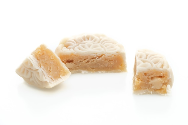 Chinese maancake macadamia en witte chocoladesmaak geïsoleerd