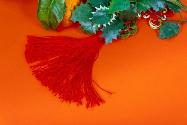 Chinese nieuwe jaardecoratie, op rode glitterdecoratie en mandarijnen
