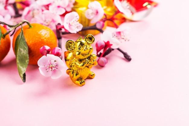 Chinese nieuwjaarelementen op roze
