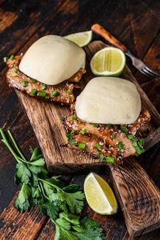 Chinese sandwich gestoomde gua bao broodjes met varkensvlees.