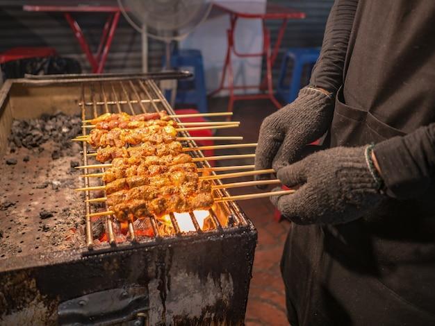 Chinese stijl gegrilde geit maaltijd in de stad van bangkok china