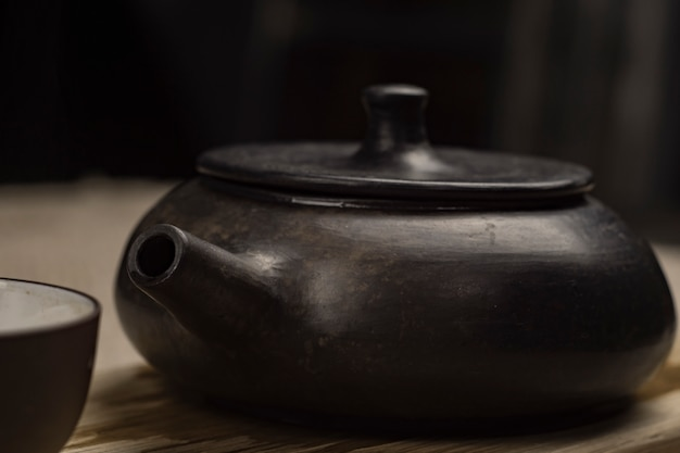 Chinese theeceremonie. theepot en kom