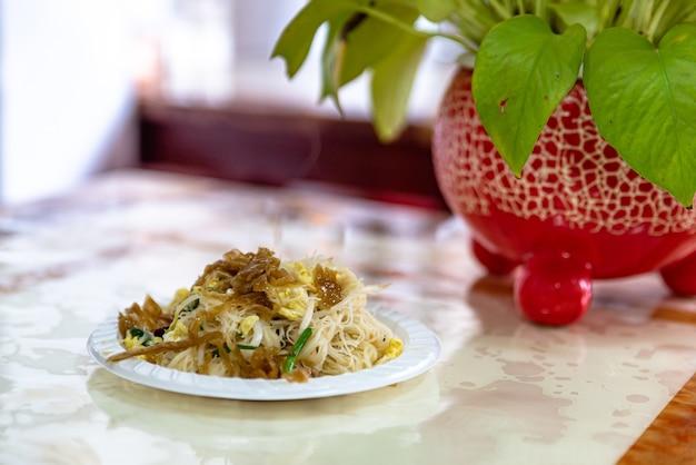 Chinese traditionele snacks, gebakken rijstnoedels