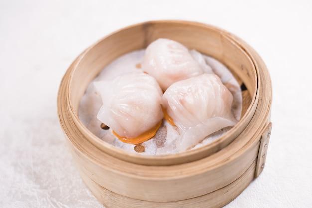 Chinesse food met stream pork dumpling