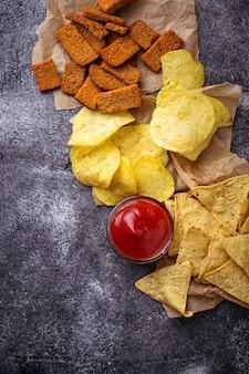 Chips en mexicaanse maïs nacho's. selectieve aandacht