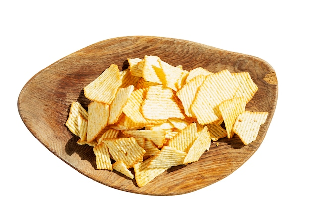Chips op een houten bord